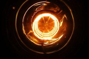 bulb-2521176_640
