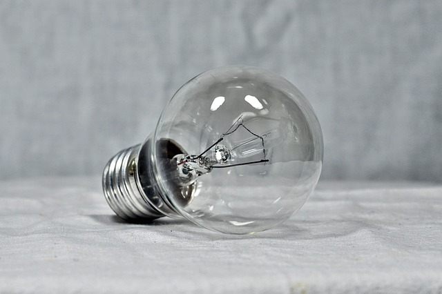 light-bulb-2132354_640
