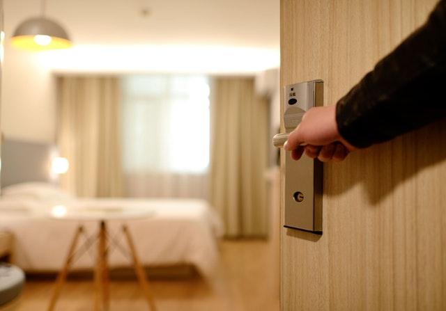 domótica para hoteles con Loxone y Ensaco